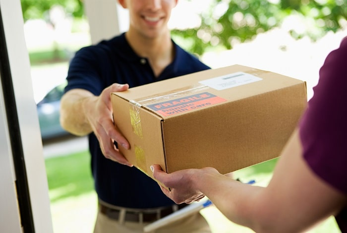 choosing best courier service business shipping delivery