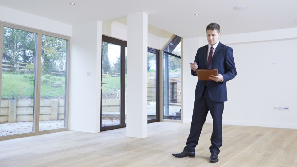 what's the difference between a realtor and real estate agent vs property broker